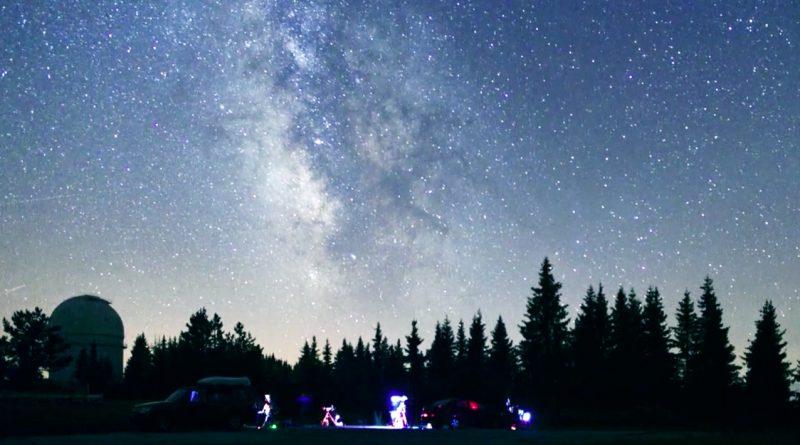 """Онлайн премиера на """"Поглед към звездите"""""""